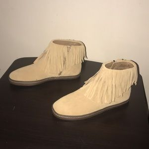 New! Women's tan size 7.5 fringe booties